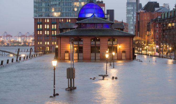 Schleswig-Holsteins Nordseeküste und Hamburg müssen sich auf eine Sturmflut einstellen. (Foto)