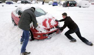 Schnee behindert Verkehr (Foto)