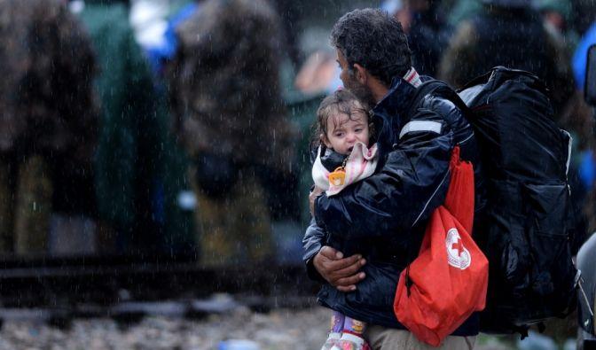 Schnee, Regen, Kälte und Matsch: Die Route der Flüchtlingstrecks wird derzeit noch durch die Wetter- und Witterungsbedingungen erschwert. (Foto)