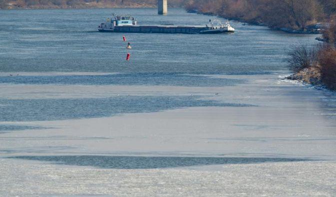 Schnee und Eis lähmen Europa - rund 290 Kältetote (Foto)