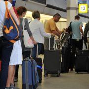 Schnell die Koffer packen und ab in die Ferne - von zahlreichen deutschen Flughäfen locken neue Ziele in aller Welt.