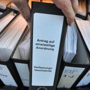 Schon jetzt ist die Klage gegen den Euro-Rettungsschirm zur größten deutschen Verfassungsbeschwerde überhaupt geworden.