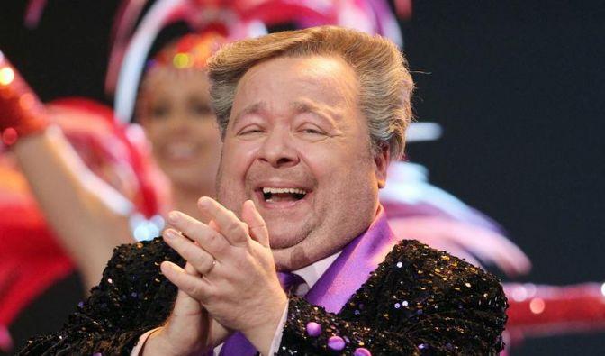 Schrill, bunt und schwul:Dirk Bach war ein prominentes Beispiel dafür, dass Homosexuelle sich nicht verstecken müssen. Bis zu seinem Tod 2012 setzte sich der Komiker und Moderator für die Gleichberechtigung der Homosexuellen ein. (Foto)