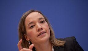 Schröder knüpft Amt an Nein zur Frauenquote (Foto)