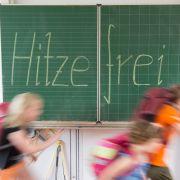 Schüler in ganz Deutschland freuen sich über Hitzefrei im Glutsommer - doch welche Regelungen gelten für Hitzefrei für Arbeitnehmer? (Foto)