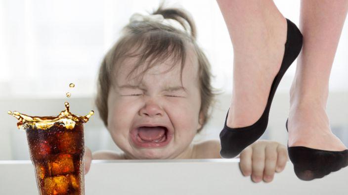 Schwer zu verkraften: Von Cola bekommt man schwarze Füße! (Foto)