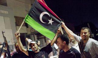 Schwere Gefechte um Gaddafi-Stützpunkt (Foto)