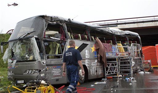 Schwerer Busunfall auf A 10 (Foto)