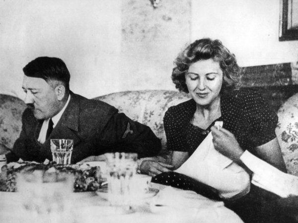 Eva Braun nackt: Hitlers nackte Geliebte kommt unter den