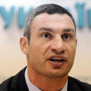 Seit 2006 hat Klitschko einen Sitz im Kiewer Stadtparlament, 2006 und 2008 kandidierte er für das Amt des Bürgermeisters von Kiew.