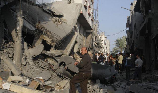 Seitdem Palästinenser am 10. November 2012 einen israelischen Panzerjeep am Grenzzaun beschossen und mehrere Soldaten verletzt haben, eskaliert die Gewalt am Gazastreifen. Wie schon in der Vergangenheit reagiert Israel mit Gegenangriffen, ... (Foto)