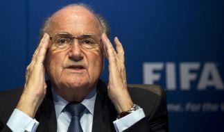 Sepp Blatter deutet Klüngelei bei der Vergabe der WM 2006 an. (Foto)