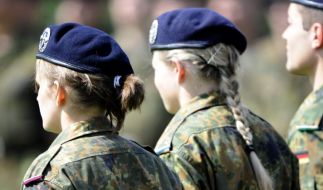 Sexuelle Übergriffe auf Soldatinnen: Bundeswehrbeauftragter Hellmut Königshaus spricht von Einzelfällen. (Foto)