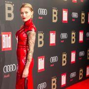 """Sexy-Sophia bei der diesjährigen Berlinale-Party der """"Bild""""-Zeitung im roten Latex-Outfit. (Foto)"""