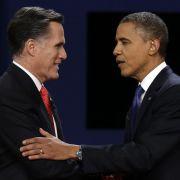 Shake hands: Mitt Romney (links) und Barack Obama stellten sich ihrer ersten TV-Debatte im Rennen um die US-Präsidentschaft.