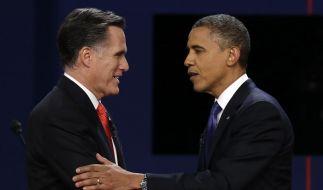 Shake hands: Mitt Romney (links) und Barack Obama stellten sich ihrer ersten TV-Debatte im Rennen um die US-Präsidentschaft. (Foto)