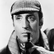 Er ist wohl der populärste Holmes-Darsteller: Basil Rathbone, stets mit Mütze und Pfeife.
