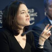 Das Wissen der erfolgreichen Managerin ist, wie hier auf dem Weltwirtschaftsforum in der Schweiz, sehr gefragt.