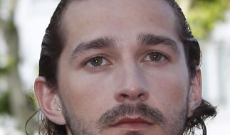 Shia LaBeouf splitternackt in Musikvideo (Foto)