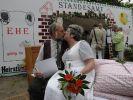 Sie dürfen die Braut küssen. (Foto)