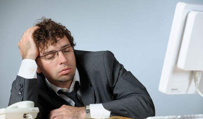 Sie finden nachts nicht in den Schlaf und haben bei der Arbeit mit der Müdigkeit zu kämpfen? (Foto)