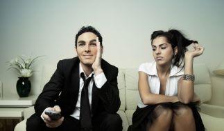 Sie langweilt sich, er sieht nur fern - über solche Dinge müssen Sie reden. (Foto)