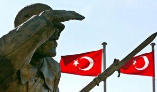 Sieben türkische Soldaten bei Anschlag getötet (Foto)