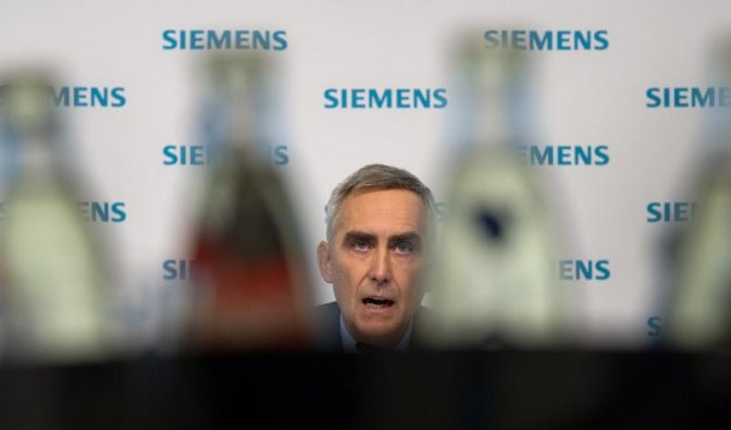 Siemens senkt Gewinnprognose und räumt Fehler ein (Foto)