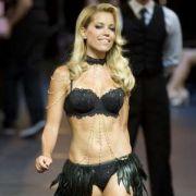 Silvie van der Vaart gibt bei der Fashion Week Berlin ihr Debüt als Dessous-Model.