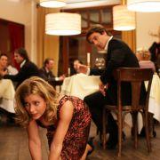 Anwältin Maja (Valerie Niehaus) hat mit Männern eigentlich abgeschlossen. Trotzdem trifft sie sich mit Hanno (Oliver Mommsen) - rein beruflich natürlich.