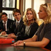 Scheidungstermin: die Anwälte Maja (Valerie Niehaus) und Hanno (Oliver Mommsen - in der Mitte) und ihre Klienten Silke (Denise Zich, rechts) und Franco (Bruno Cathomas, links).