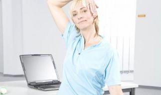 Sitzen im Büro: Richtige Haltung am Arbeitsplatz (Foto)