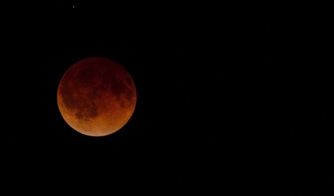So beeindruckend war der Blutmond am 15. April in Wichita, Kansas, USA zu sehen. (Foto)