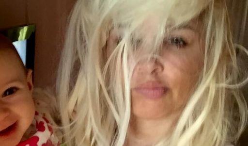 So sieht Daniela Katzenberger aus, wenn sie nur drei Stunden geschlafen hat, weil Töchterchen Sophia gerade Zähnchen bekommt. (Foto)