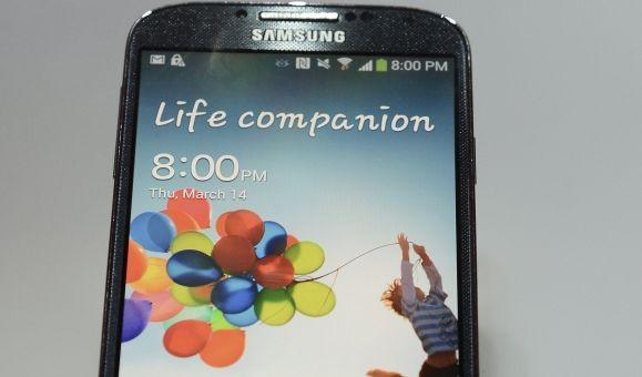 So sieht es aus, das neue Samsung Galaxy S4. Mit dem neuen Smartphone nimmt der südkoreanische Konzern auch iPhone-Nutzer ins Visier. (Foto)