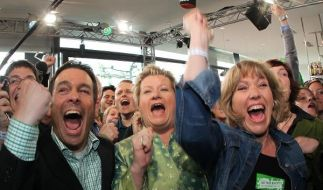 So sehen Sieger aus: Grüne-Spitzenfrau Sylvia Löhrmann (M), Landeschefin Daniela Schneckenburger und (Foto)