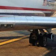 So versank das Flugzeug im weichen Asphalt.