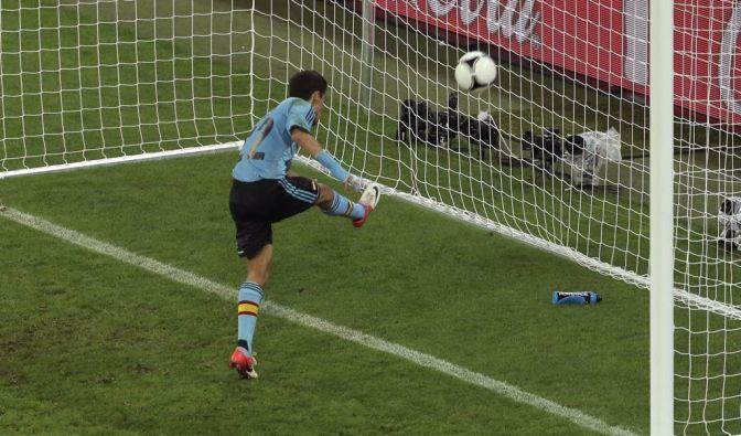Spain's Jesus Navas scores (Foto)