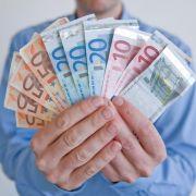 Sparer haben es derzeit nicht leicht: Niedrige Zinsen versprechen nur wenig Rendite. Doch wer sein Geld richtig verteilt, kann trotzdem Gewinn machen.