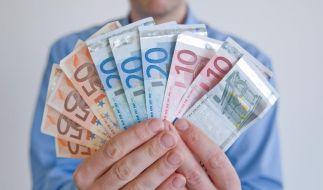 Sparer haben es derzeit nicht leicht: Niedrige Zinsen versprechen nur wenig Rendite. Doch wer sein Geld richtig verteilt, kann trotzdem Gewinn machen. (Foto)