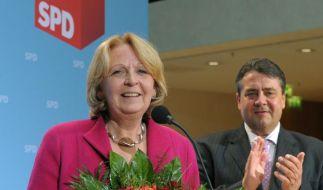 SPD-Chef Sigmar Gabriel will der NRW-Frontfrau Hannelore Kraft bei der Koalitionsbildung nicht hinei (Foto)