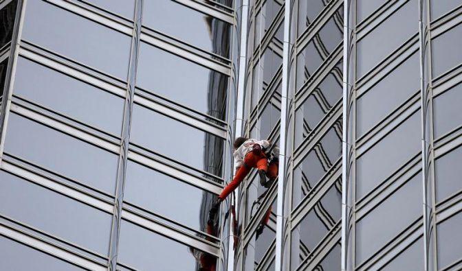 «Spiderman» erklimmt höchstes Gebäude der Welt (Foto)