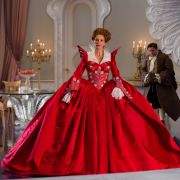 Durfte sich als böse Stiefmutter in edle und opulente Gewänder hüllen: Oscarpreisträgerin Julia Roberts.