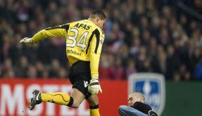 Spielabbruch in Holland - Torwart tritt Fan (Foto)