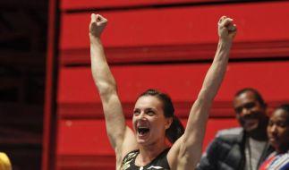 Stabhochspingerin Issinbajewa mit Hallen-Weltrekord (Foto)