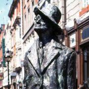 In Ulysses hat Schriftsteller James Joyce seinem Dublin ein Denkmal gesetzt. Dafür steht nun eine James-Joyce-Statue in der irischen Stadt.
