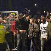 Polizei reagiert mit Festnahmen und Warnschüssen (Foto)