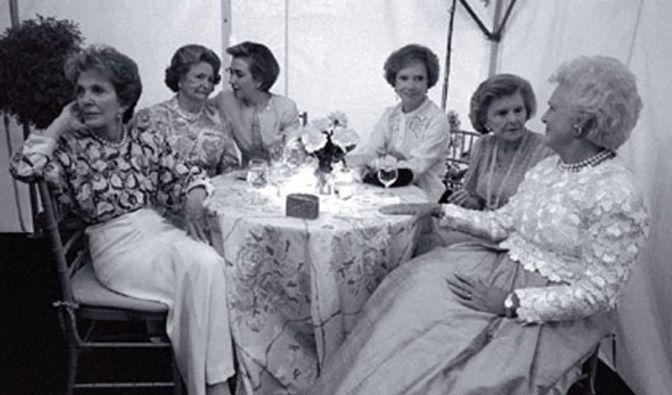 Stelldichein der Ersten Frauen im Staate (Foto)