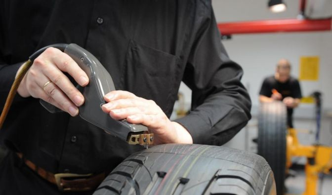 Stichtag 1. Juli: Ab da an produzierte Reifen werden mit einem Label versehen. Ein Plus für den Autofahrer. (Foto)
