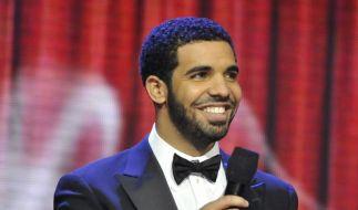 Stirn-Tattoo eines Fans macht Drake fassungslos (Foto)